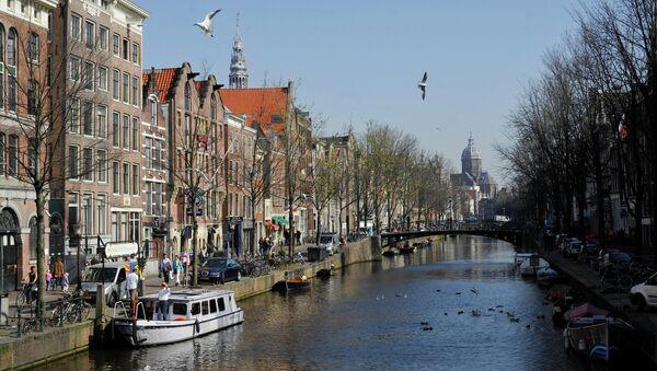 Вид на один из каналов в Амстердаме. Архивное фото