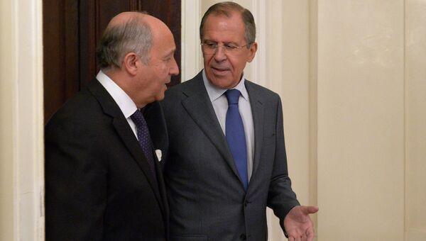 Министр иностранных дел РФ Сергей Лавров (справа) и министр иностранных дел Франции Лоран Фабиус