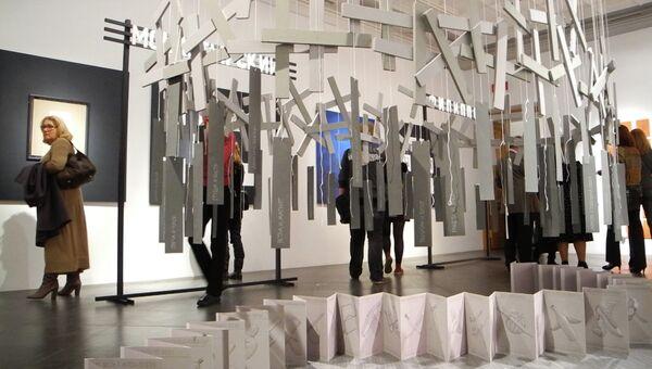 L галерея на выставке Реконстуркция