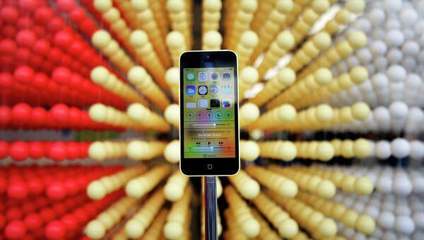 Смартфон iPhone 5c, архивное фото