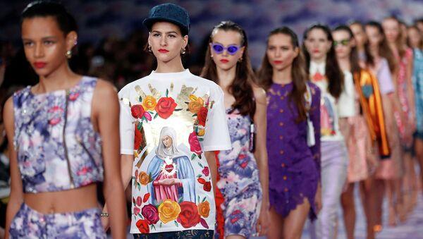 Показ весенне-летней коллекции House of Holland на Неделе моды в Лондоне