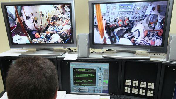 Космонавты Олег Котов, Сергей Рязанский и Майкл Хопкинс, архивное фото