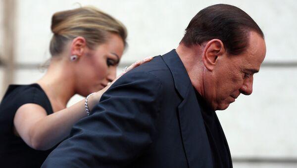 Экс-премьер Италии Сильвио Берлускони со спутницей Франческой Паскали, архивное фото