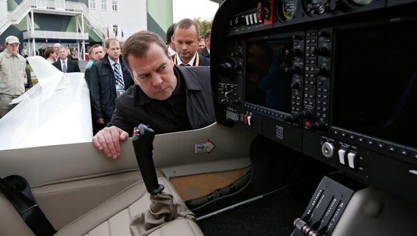 Дмитрий Медведев на Российской выставке вооружения. Нижний Тагил - 2013. Фото с места события