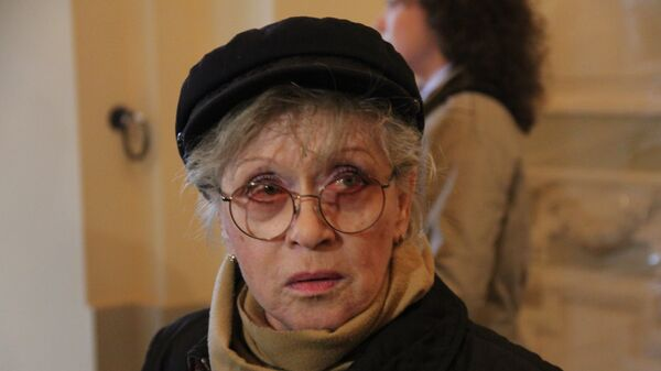 Алиса Фрейндлих во время посещения БДТ министром культуры Владимиром Мединским