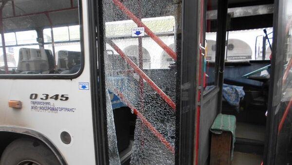 Неизвестные обстреляли автобус с пассажирами из пневматического оружия. Фото с места событий