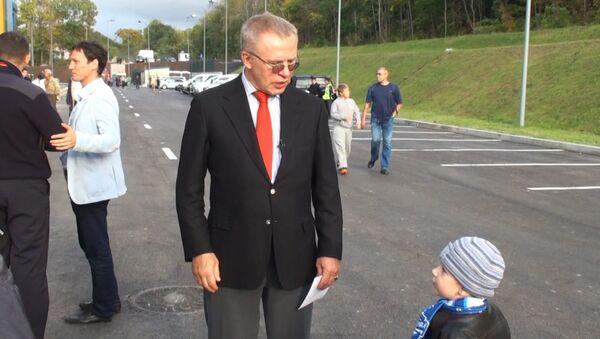 Фетисов подарил ребенку билеты на первую игру Адмирала во Владивостоке