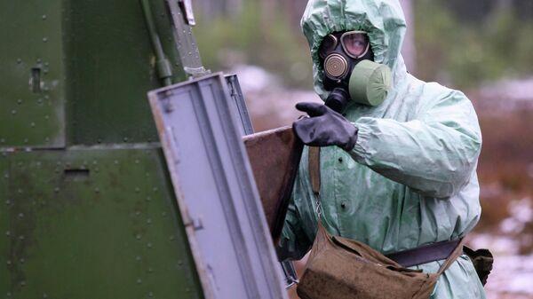 Боец взвода радиационной, химической и биологической защиты. Архивное фото