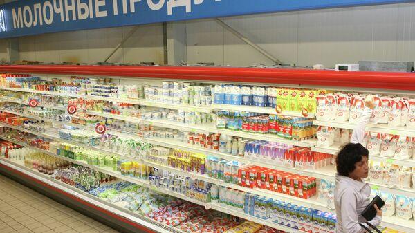 Молочные продукты в одном из супермаркетов, архивное фото