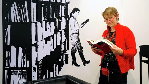 Посетительница на Франкфуртской книжной ярмарке