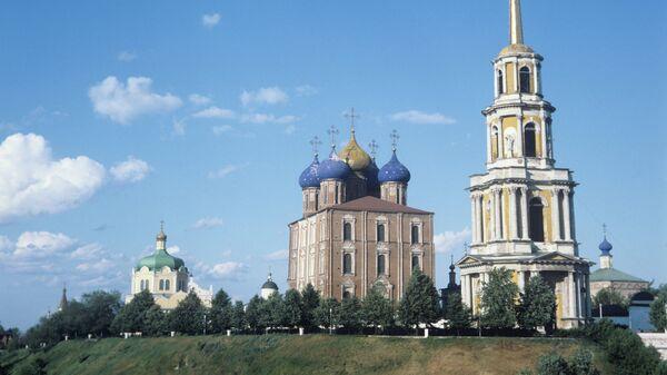 Рязань. Вид на Успенский собор и колокольню. Архивное фото
