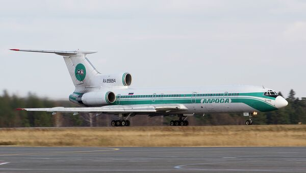 Ту-154М на взлетной полосе томского аэропорта. Архивное фото