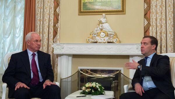 Председатель правительства России Дмитрий Медведев и премьер-министр Украины Николай Азаров, фото с места события