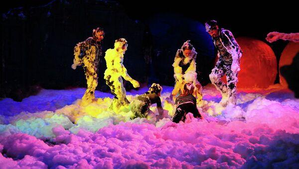 Сцена из спектакля театра Лицедеи. Архивное фото