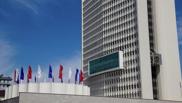 Белый дом Приморья - здание администрации Приморского края во Владивостоке