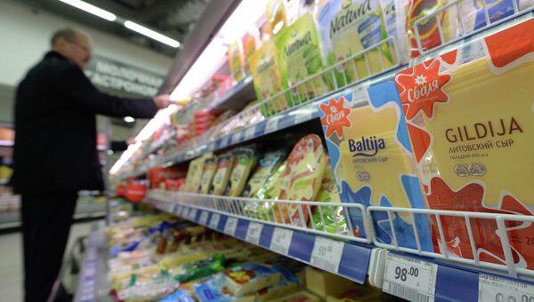 Литовская молочная продукция в супермаркете. Архивное фото