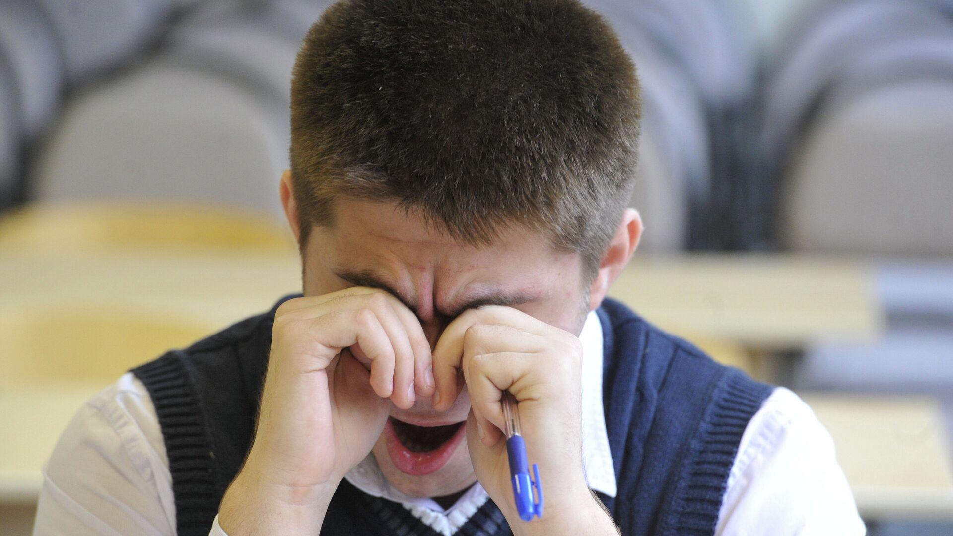 Мужчина зевает. Архивное фото - РИА Новости, 1920, 13.02.2021