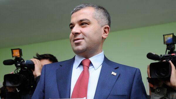Кандидат в президенты Грузии от Единого национального движения Давид Бакрадзе перед голосованием