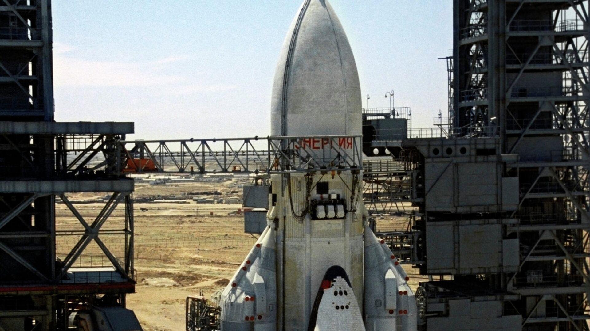 Ракетно-космическая транспортная система Энергия с кораблем Буран на стартовой площадке - РИА Новости, 1920, 09.09.2021