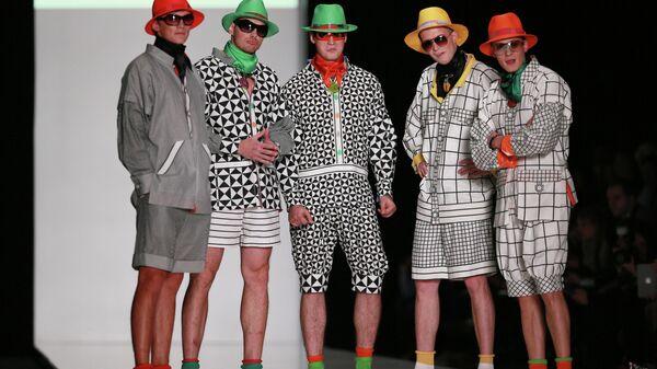 Модели демонстрируют одежду из новой коллекции Славы Зайцева Pret-a-porter de luxe