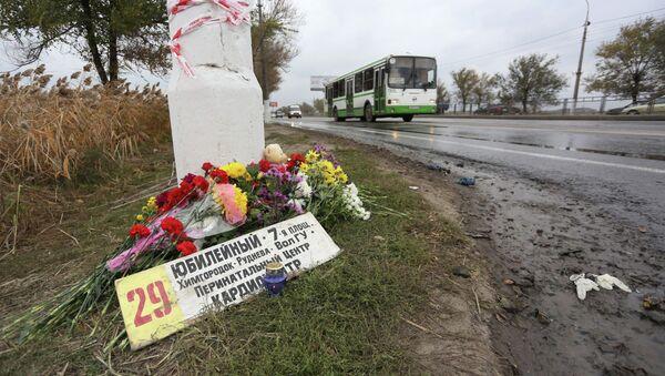 Цветы на месте подрыва пассажирского автобуса в Волгограде