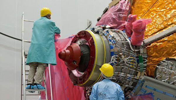 Европейский космический грузовой корабль ATV-5 Жорж Леметр перед погрузкой для отправки на космодром в Южную Америку, архивное фото