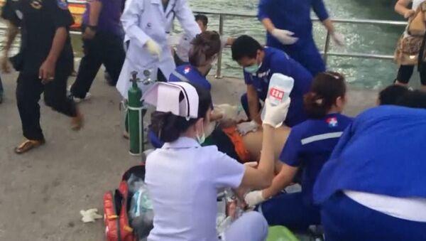 Спасатели на берегу реанимировали пострадавших в крушении парома в Таиланде