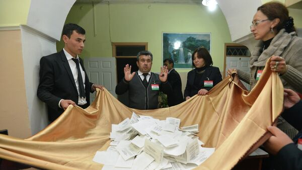 Подсчет голосов на выборах президента Таджикистана. Архивное фото