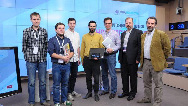 Команда журнала Большой город с членами жюри на московском хакатоне