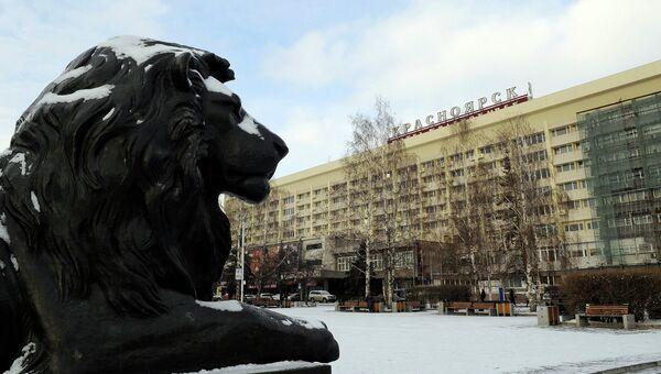 Гостиница Красноярск на театральной площади города, архивное фото