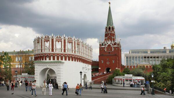 Кутафья и Троицкая башни Московского Кремля. Архивное фото