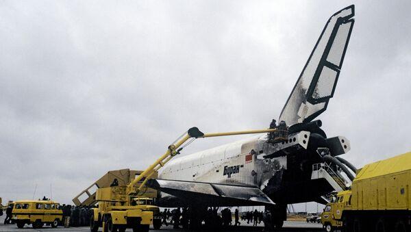 Орбитальный космический корабль Буран после приземления. Архивное фото