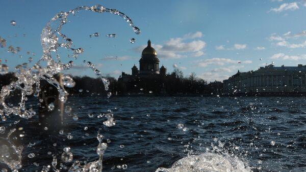 Штормовое предупреждение и угроза наводнения в Санкт-Петербурге. Архивное фото