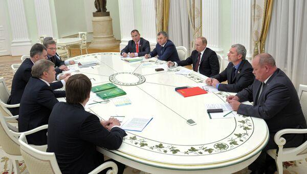 В.Путин встретился с руководителями непарламентских партий. Архивное фото