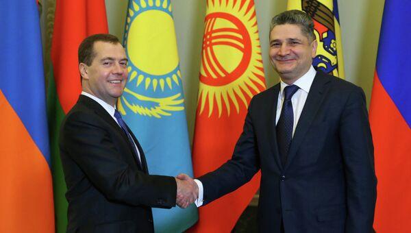 Дмитрий Медведев и Тигран Саргсян перед началом заседания Совета глав правительств СНГ. Фото с места события