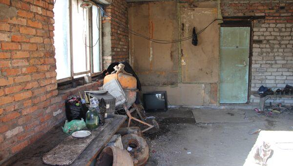Недостроенный частный дом в пригороде Владивостока, где живет семья мигрантки из Узбекистана, едва не родившей на пороге роддома в Приморье.