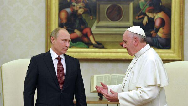 Владимир Путин во время встречи с Папой Римским Франциском. Фото с места события