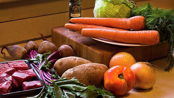 Овощи и мясо, архивное фото