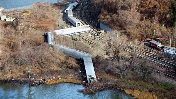 Пассажирский поезд сошел с рельсов в Нью-Йорке, несколько вагонов упали в воду. Архивное фото