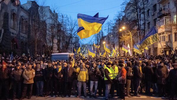 Митингующие блокировали подходы к администрации президента Украины на Банковой улице в Киеве. Архивное фото