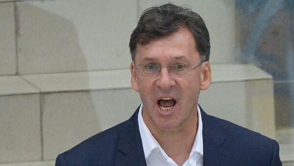 Главный тренер хоккейного клуба Атлант Сергей Светлов, архивное фото