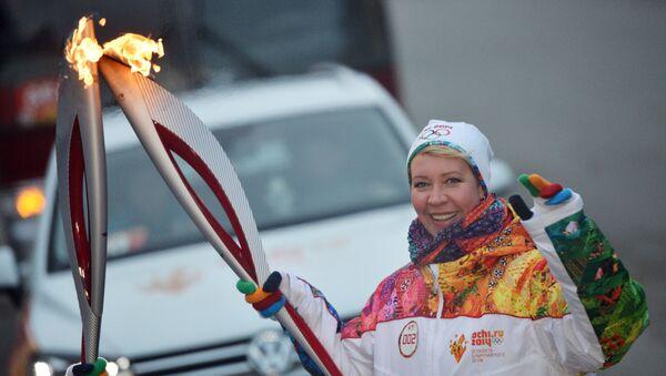 Телеведущая Татьяна Лазарева во время эстафеты Олимпийского огня в Новосибирске, архивное фото