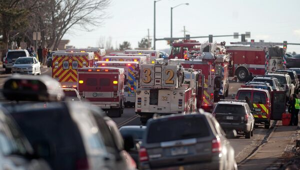 Стрельба в средней школе города Сентенниал американского штата Колорадо. Фото с места событий
