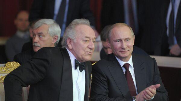 Президент России Владимир Путин (справа) и художественный руководитель Петербургской филармонии Юрий Темирканов