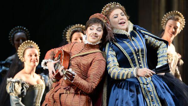 Алина Яровая и Мария Гулегина в сцене из оперы Джузеппе Верди Дон Карлос