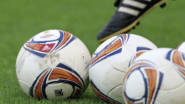 Футбольное поле. Архивное фото.