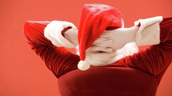 Мужчина в костюме Санта Клауса