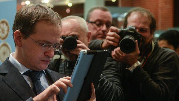 Министр культуры РФ Владимир Мединский (слева), архивное фото