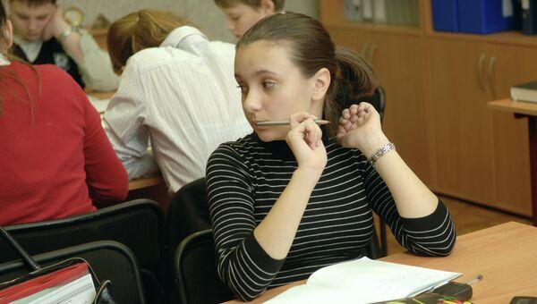 Занятия в школе, архивное фото