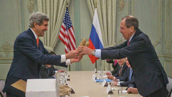 Джон Керри и Сергей Лавров во время встречи в Париже